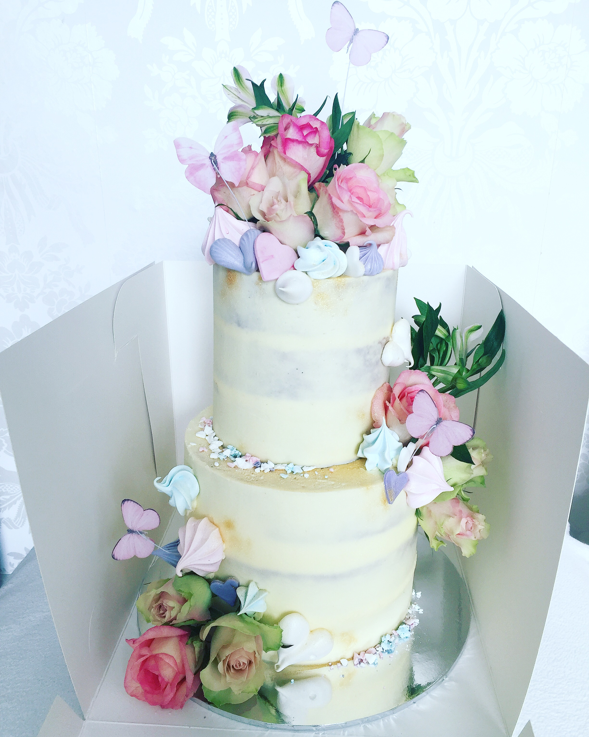 pastel two tier naked cake