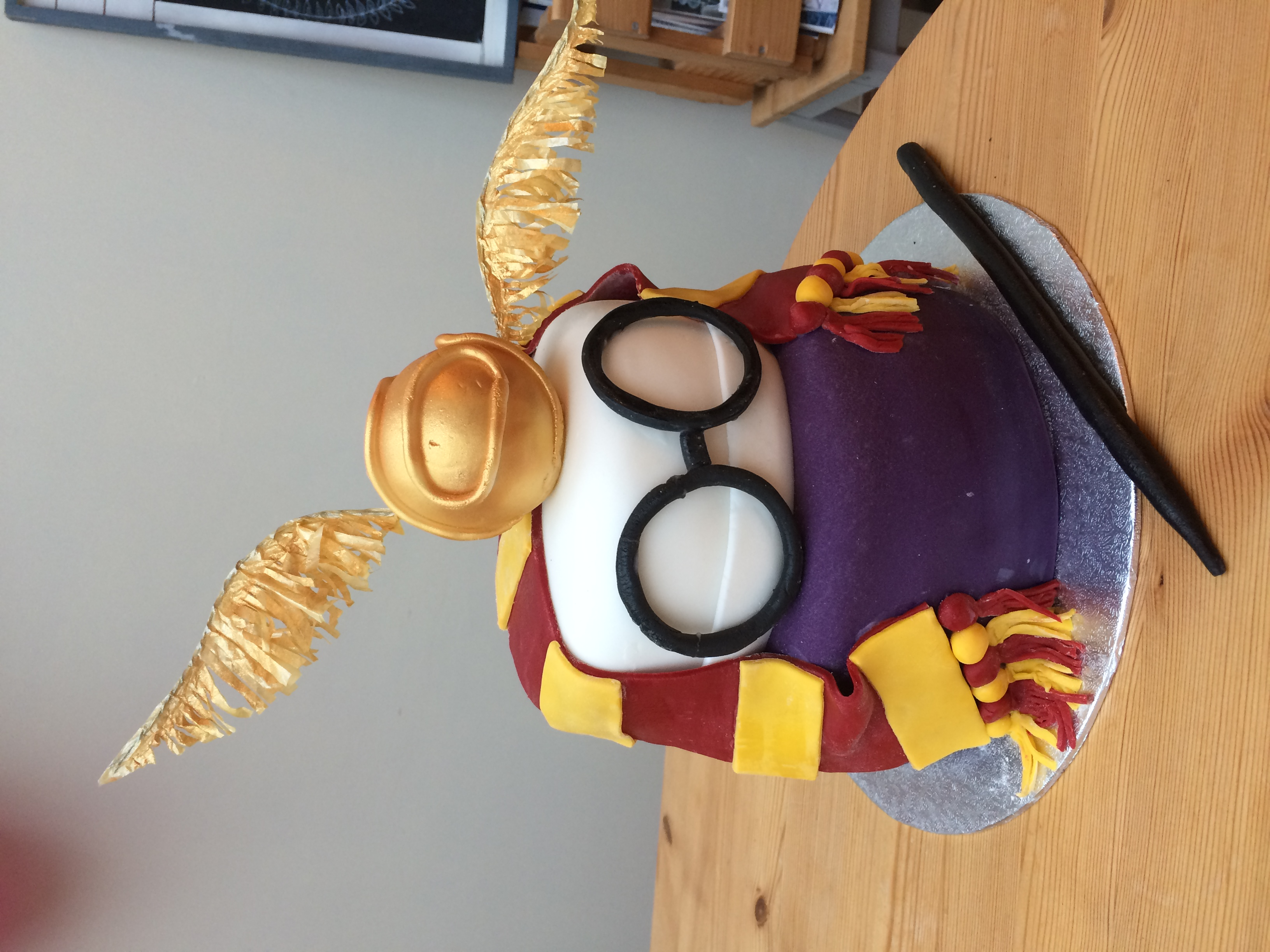 two tier Harry Potter cake