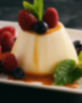 Italian dessert - panna cotta with berri