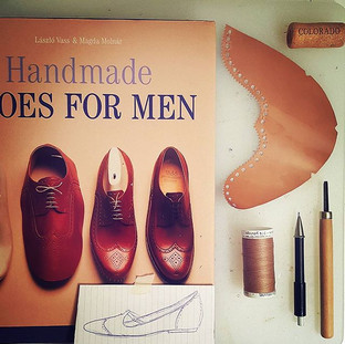 What about wingtips for women? #WingtipWednesday #winecorkjustbecause