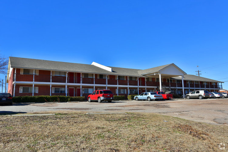 colonial-apartments-moore-ok-building-ph