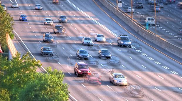 Veja os fantasmas dos carros na estrada | Fonte: paulstamatiou.com
