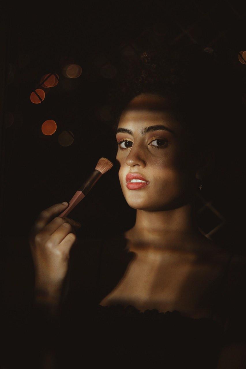 Gabriela optou por fazer sua maquiagem por conta própria. | Gabriel Juan Fotografia