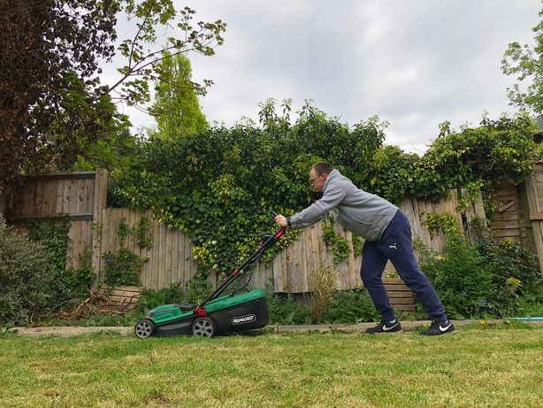 18-4 IN THE GARDEN - WILL HARD AT WORK.j