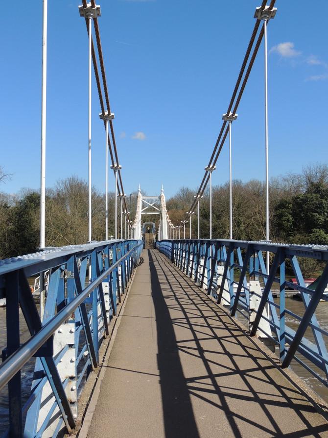 Teddington Lock Bridge ...