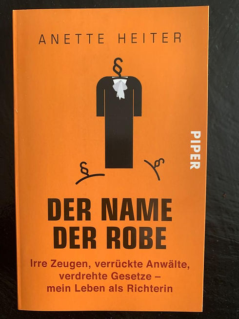 Der Name der Robe Cover.jpg