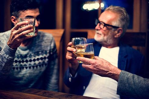 jemný alkoholický nápoj medovina.jpg