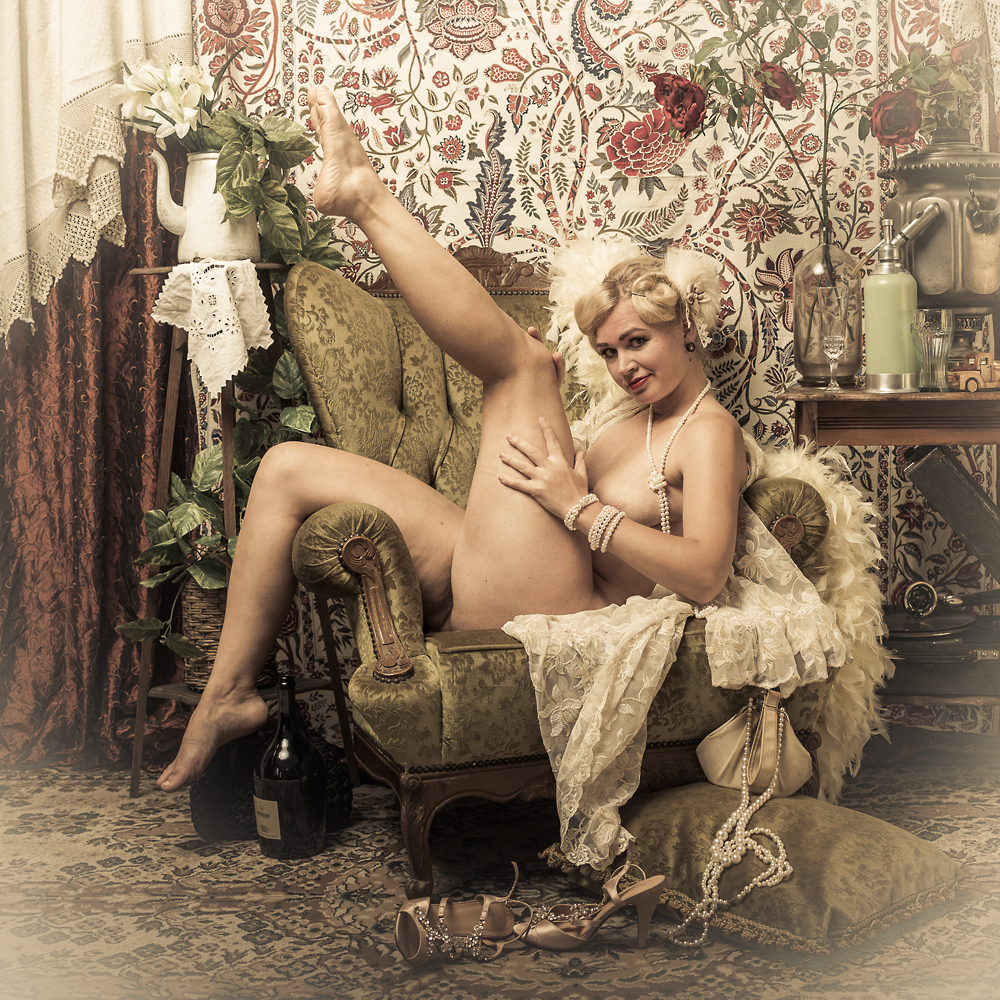 Affinity Starr - Burlesque performer