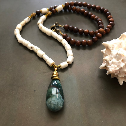 Long Necklace with green Jasper & conch shell