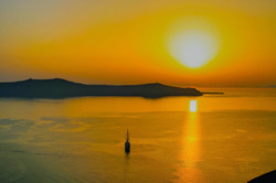 Santorini%203_edited.jpg
