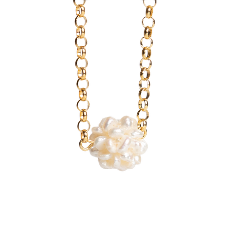 Chain with white pearls