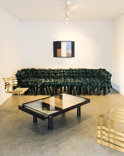 sofa-underconstruction-cadeira-esqueleto