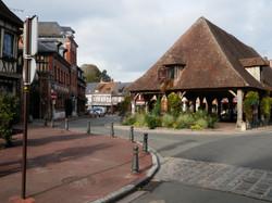 La place Benserade et la halle
