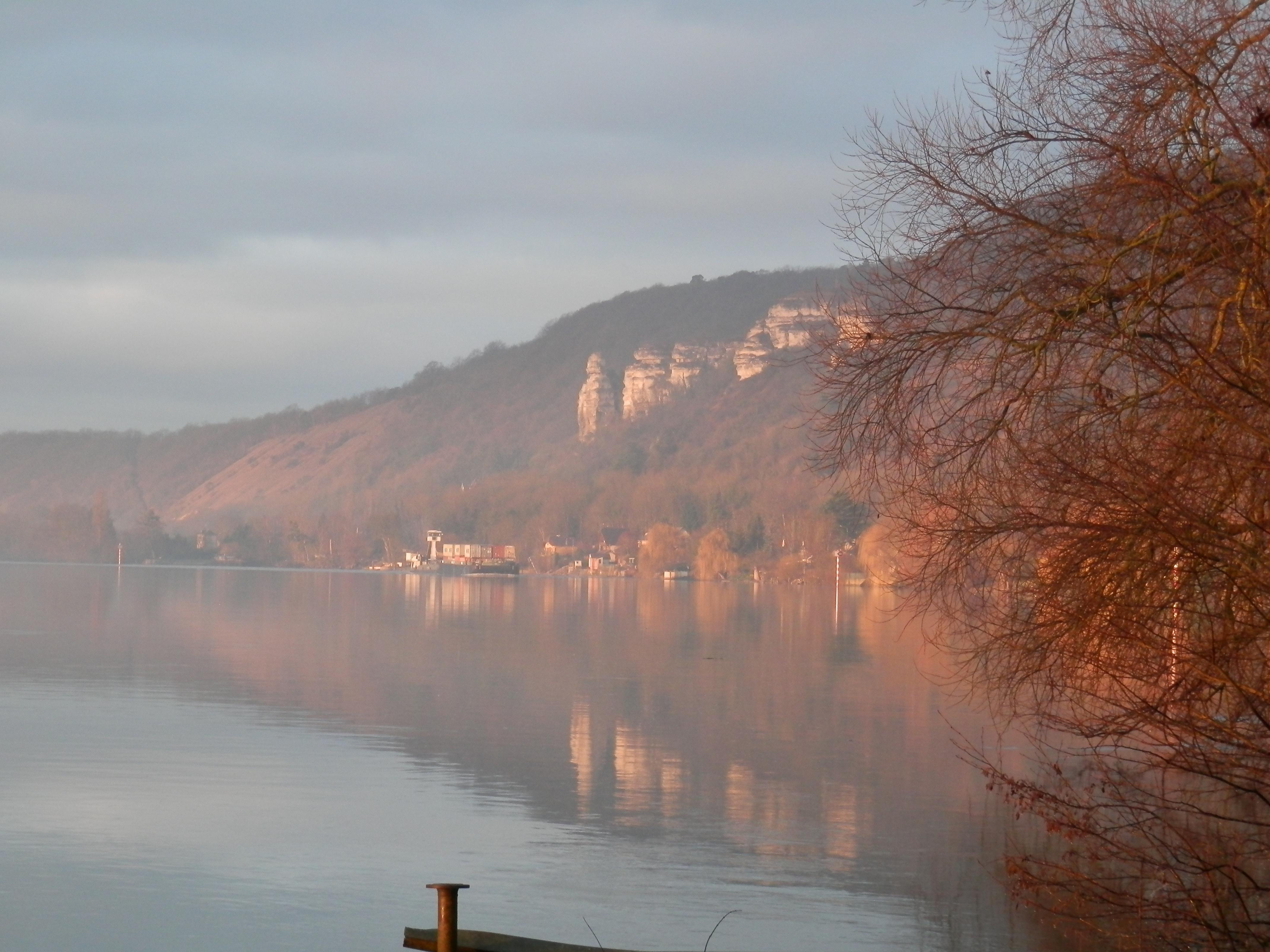 Laroque, la Seine et les falaises
