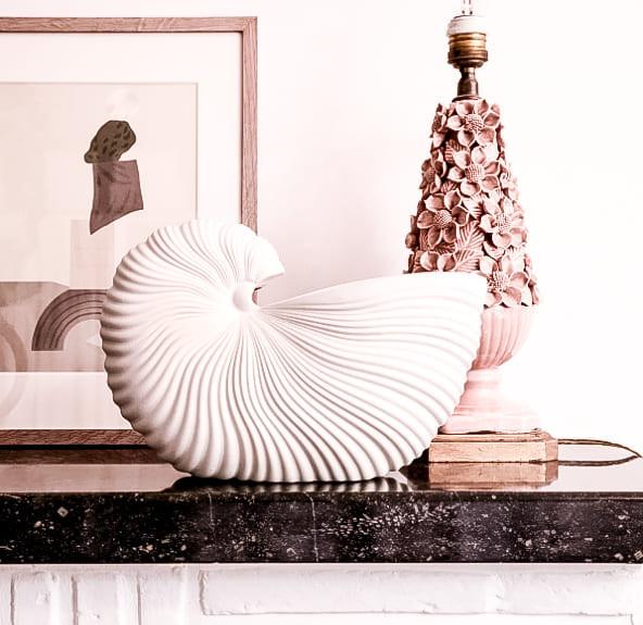 weiße Shell Pot Blumenvase von ferm living in Muschelform von connox