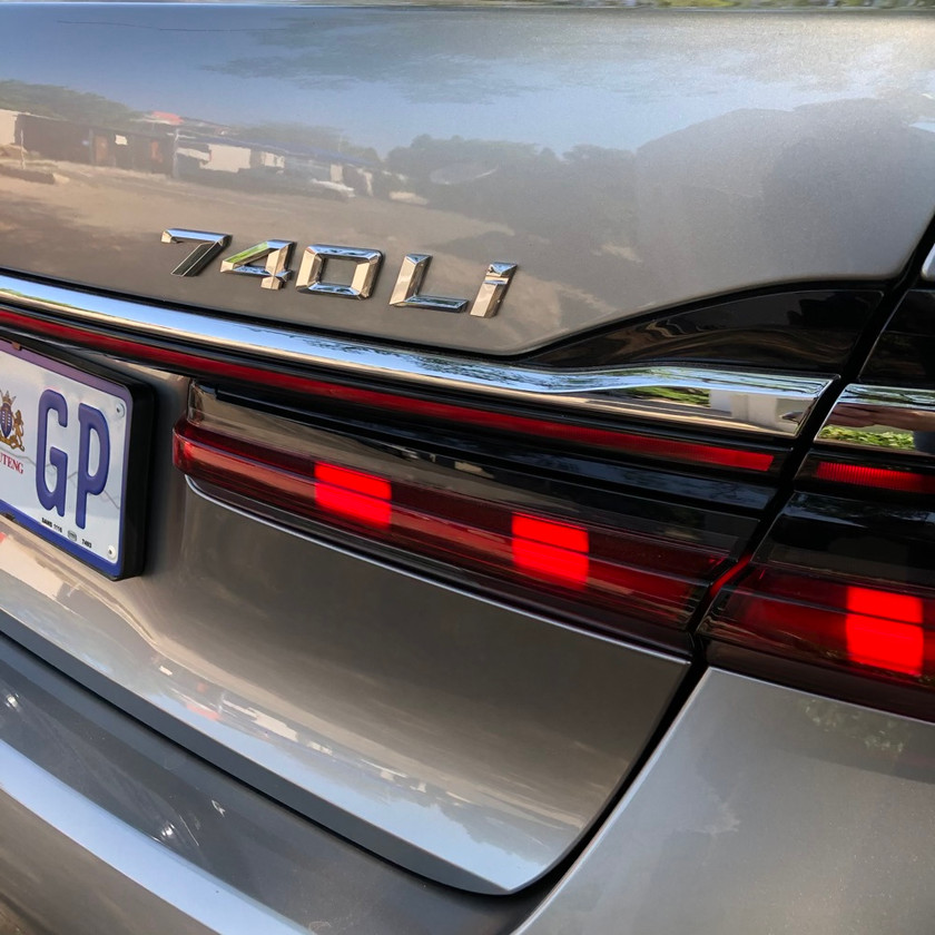 car review BMW 740Li luxury saloon