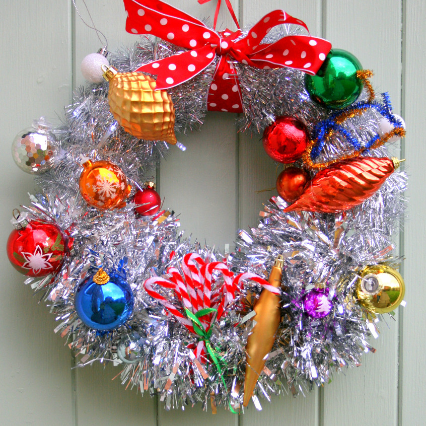 Oldhaus Wreath using vintage baubles