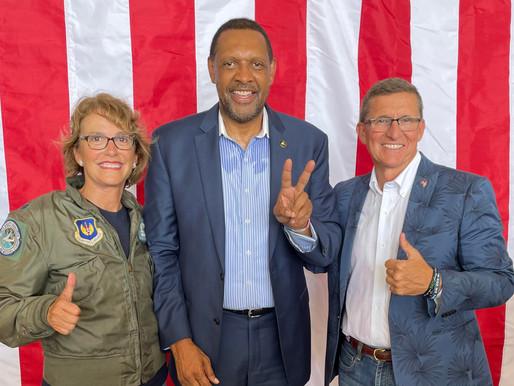 Republican Governor Candidate Riles Crowd with Anti-GOP, Anti-Left Rhetoric