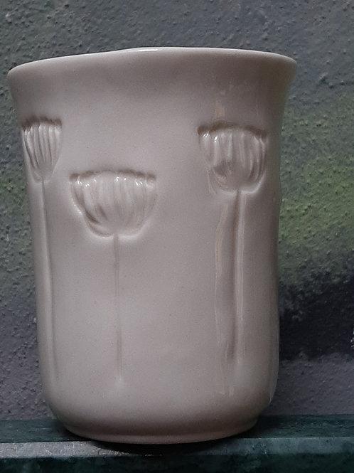 Porcelánový kelímek s květenstvím