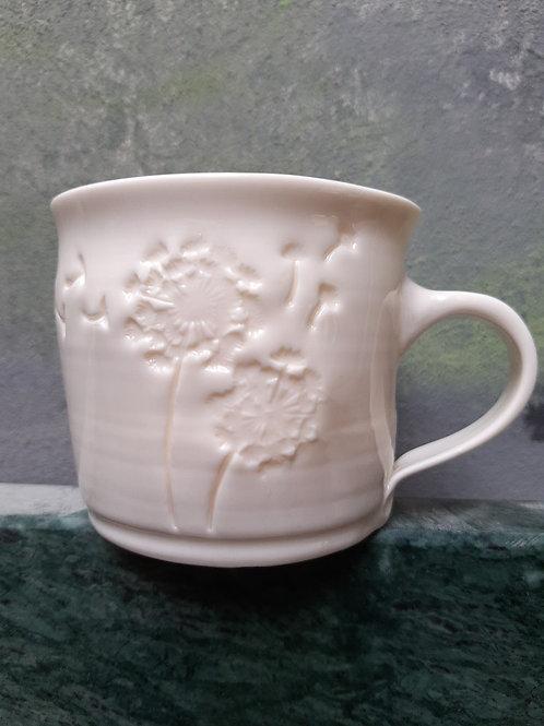 Porcelánový hrnek s pampeliškou