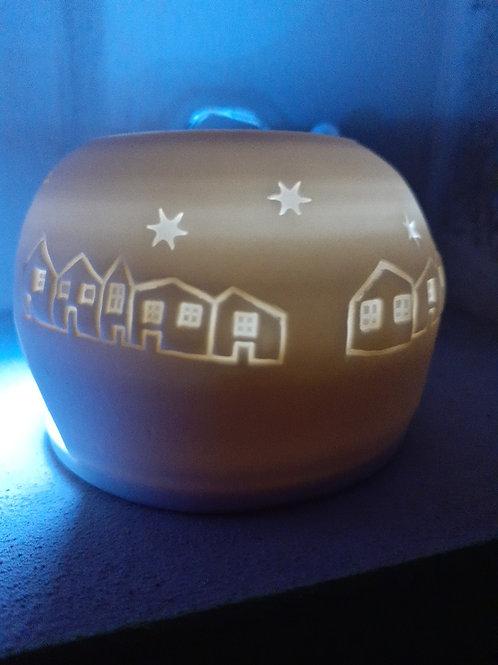 Porcelánová průsvitová polokoule s motivem domků