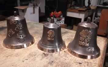 Zvony s reliéfem