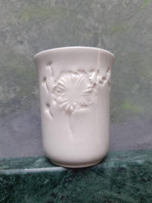 Porcelánový kelímek s pampeliškami