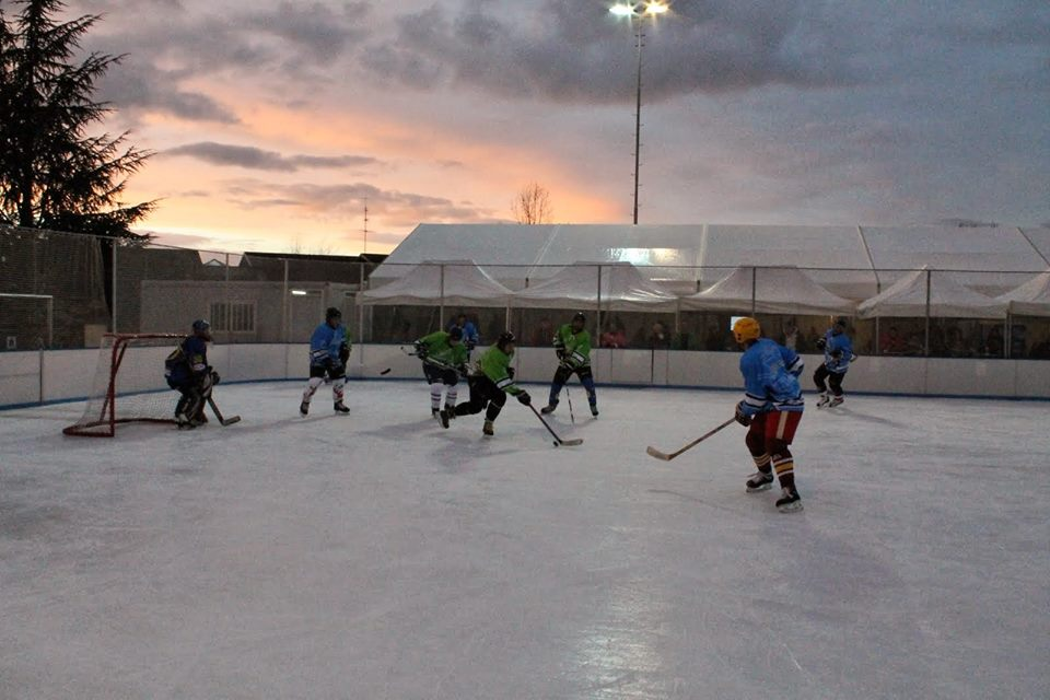 Le hockey en plein air...