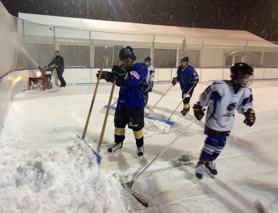 Teamwork pour déblayer la neige