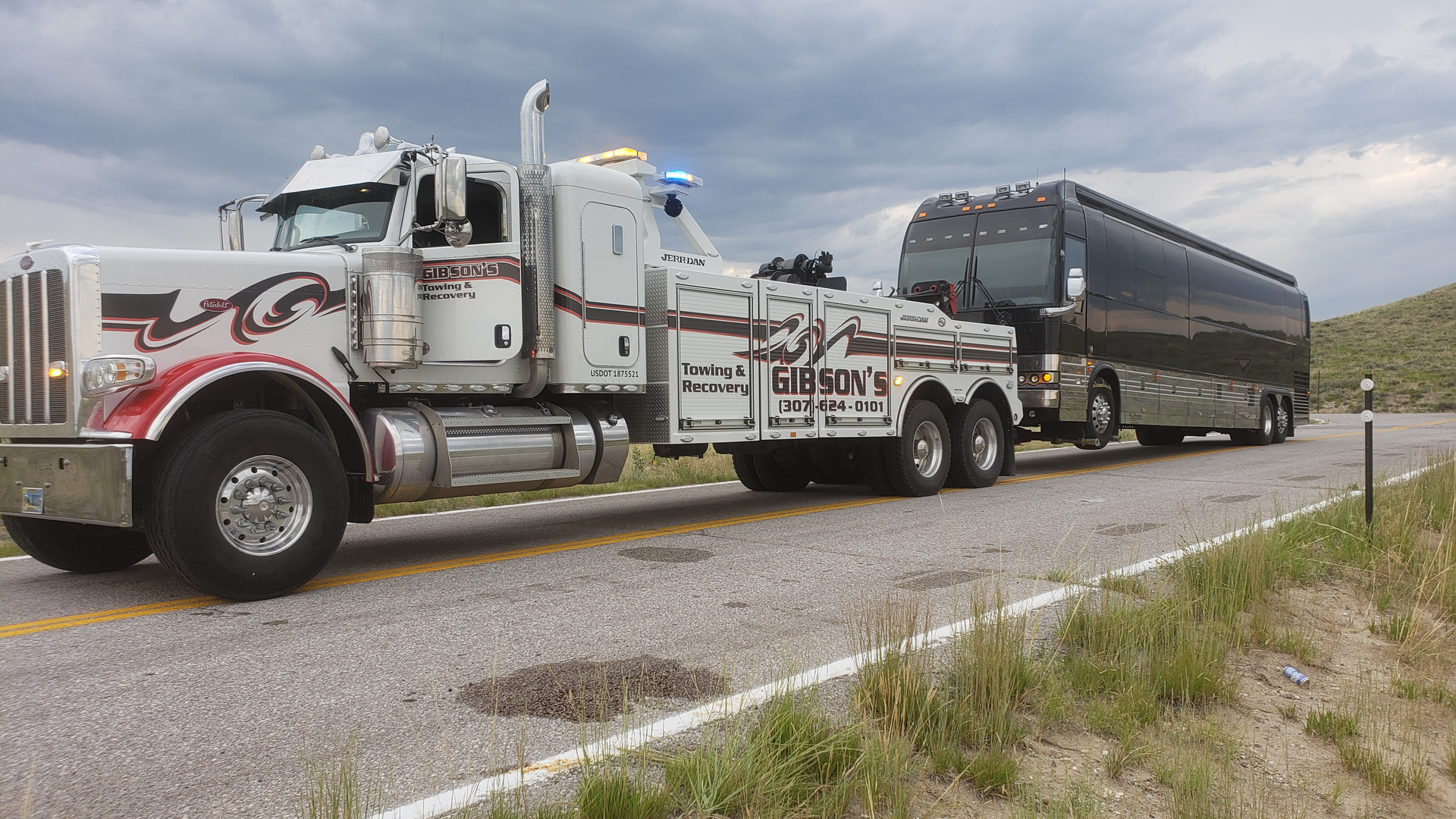 Heavy Towing in Country Star's Bus