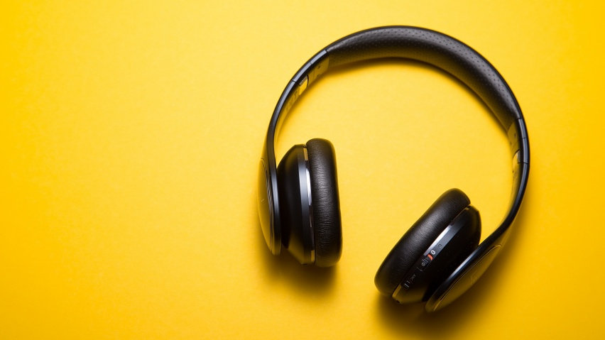 ws_Headphones_Yellow_Background_M_852x48