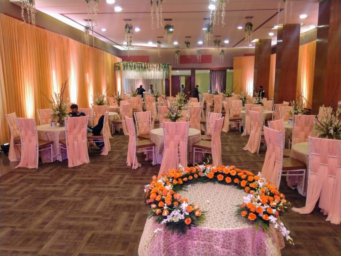 Closed Room Seating Arrangement and Decor