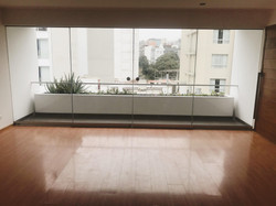 Vista Sala Comedor y Balcon
