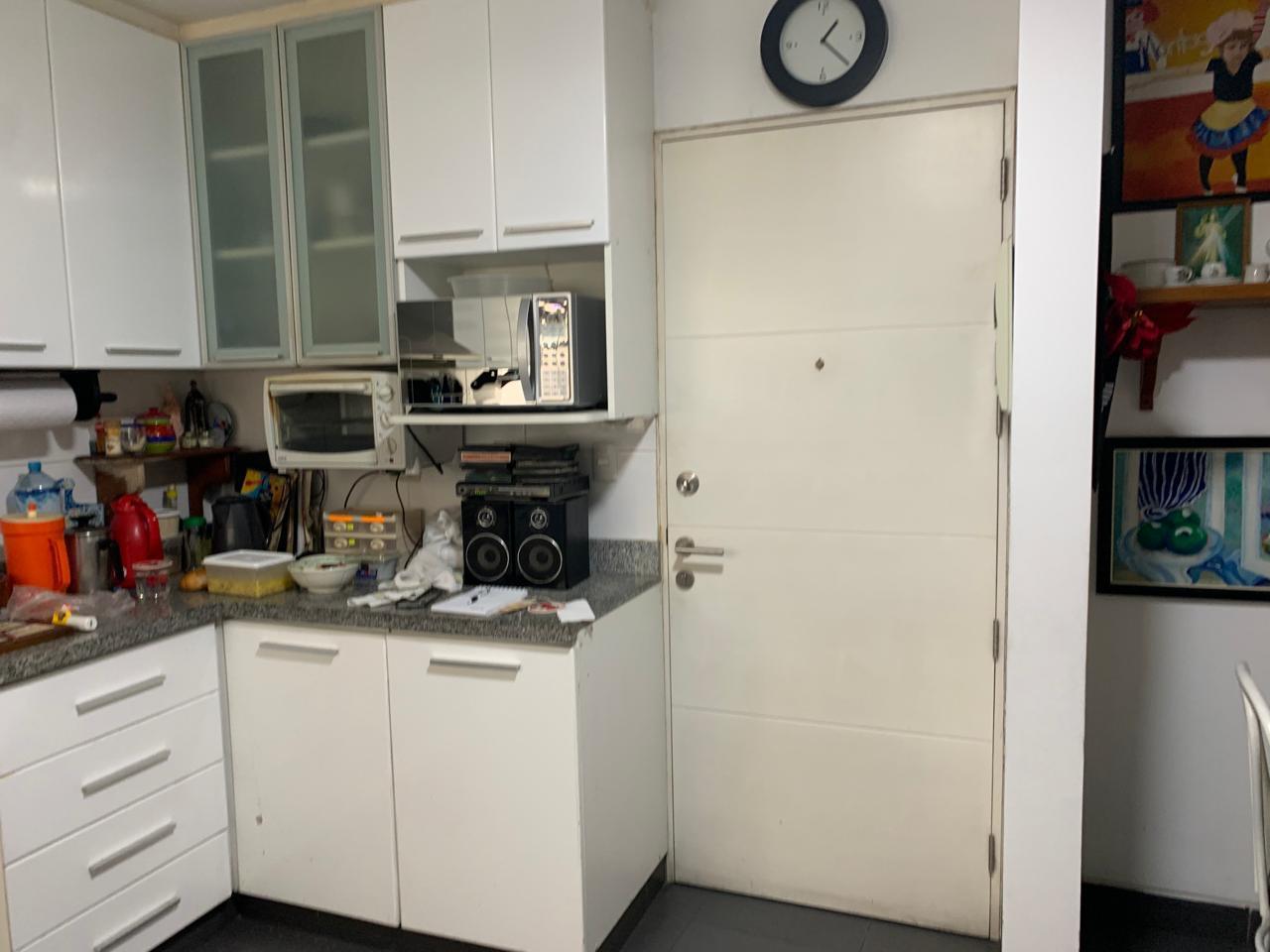 Cocina con puerta falsa