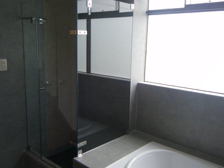 Baño_Principal_Ducha_y_Tina