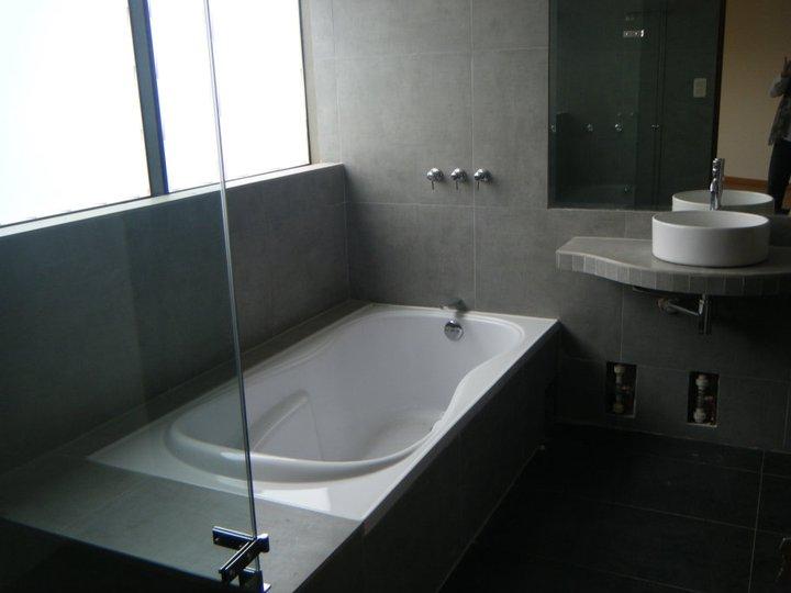 Baño_Principal_Tina_y_Lavatorio