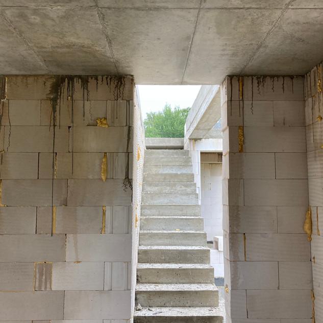 Betonový strop a schodiště, Zlatý potok