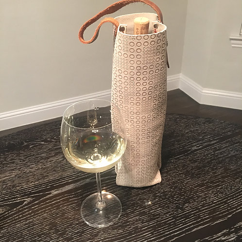 Wine Tote in Cream Modern Circles