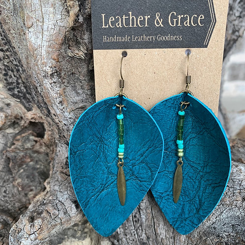 Turquoise Crackle & Beads Pinched Petals