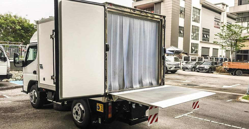 Mitsubishi Fuso Fe71pb rerigerated truck.jpg