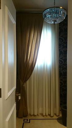 Lavabo com cortina, fundo em organza com xales em chantung de seda