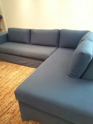 Capa de sofá executada sob medida, em sarja pelitizada (parece uma camurça, toque suave), já pré-encolhida, não modifica após a lavagem