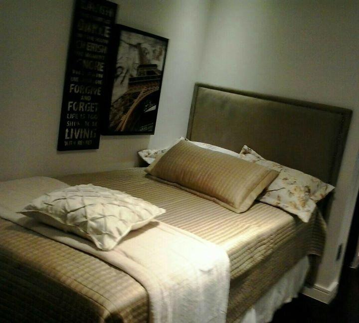 Cabeceira em tapeçaria, feita sob medida para o local e modelo clássico, em tecido especial no ultra