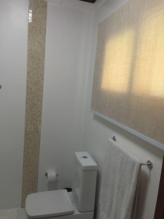 Rolo tela solar, imitando palinha,própria para banheiro lavável