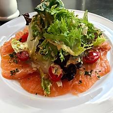 Salada verde com gravilax de salmão