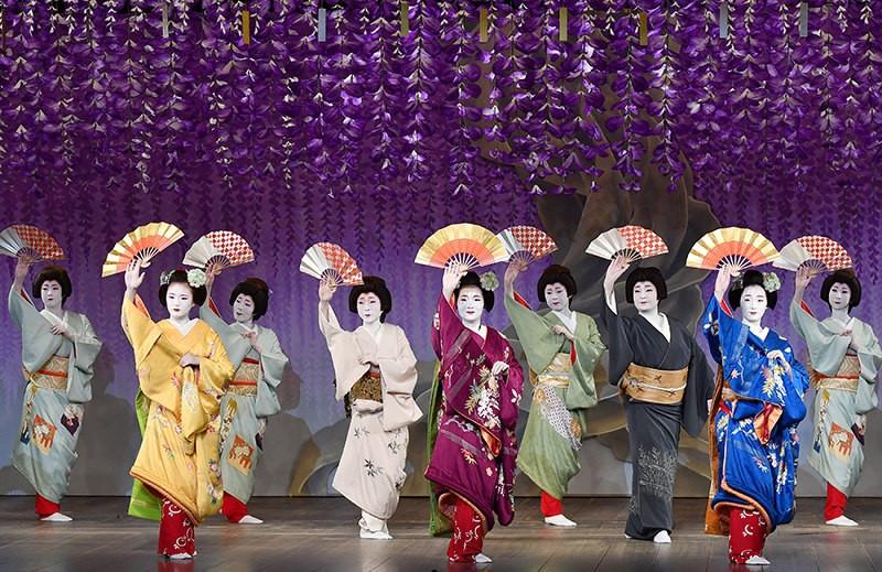 Kamogawa Odori(dance)May1-24..jpg