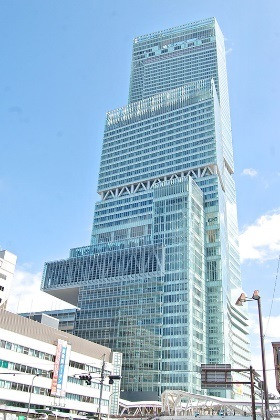 The tallest  skyscraper in Japan.jpg