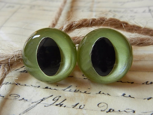 Green Pearl Cat Eyes (5 pairs)