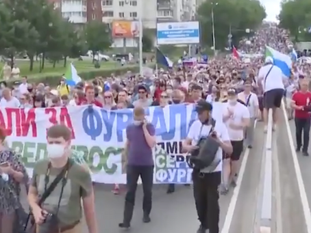 Thousands of Russians protest Vladimir Putin's decision to arrest governor