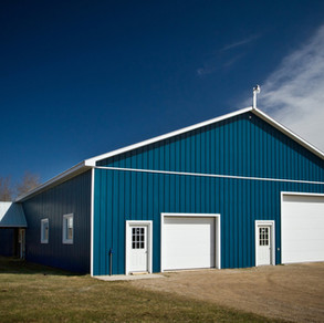 BARNS, GARAGES & SHOPS